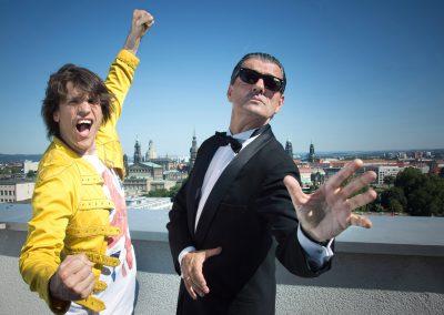 """Show """"Falco meets Queen"""", die Doubles: Falco: Axel Herig & Sascha Lien als Freddy Mercury, Dresden, Sächsische Zeitung 6/2016"""