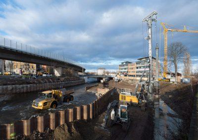 Bohrgerät beim Ausbau der neuen Hochwasserschutzanlage am Weißeritzknick, Dresden, Sächsische Zeitung 12/2017