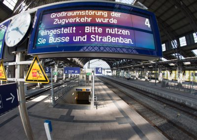 durch Kabelbrände verkehren keine Züge bei der Bundesbahn, Bahnhof Neustadt,Dresden, Sächsische Zeitung 6/2017