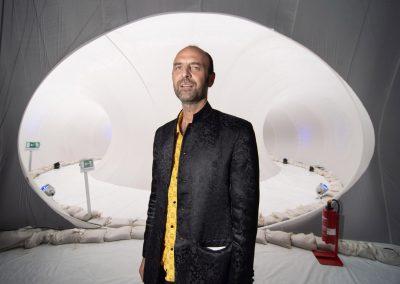 "Marco Canavacci`s Installation ""Plastique Fantastique"" dient als temporärer Lesesaal vorm Kulturpalast, Dresden, Sächsische Zeitung 8/2018"