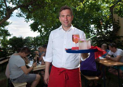 Elbhangfest SPD Solidaritäts-Cafe, Kellner: Martin Dulig - Sächsischer Wirtschaftsminister, Dresden,  Sächsische Zeitung 6/2017