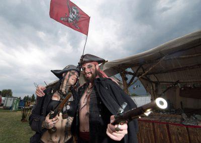 Mittelalterfest im Ostragehege, die Piraten Marcus Monere & Cala Black-Kitty, Dresden, Sächsische Zeitung 7/2017